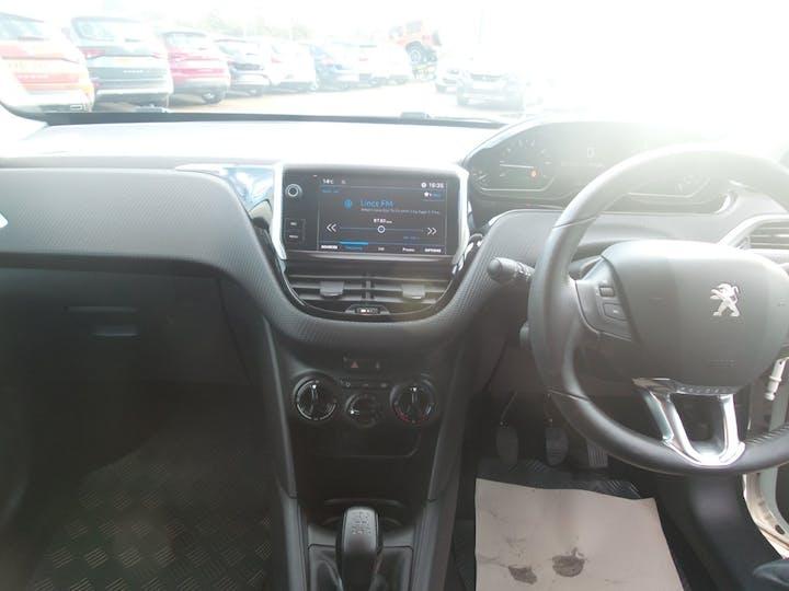 Peugeot 208 1.2 Puretech Black Edition Hatchback 3dr Petrol (82 Ps)   FX17WZZ   Photo 10