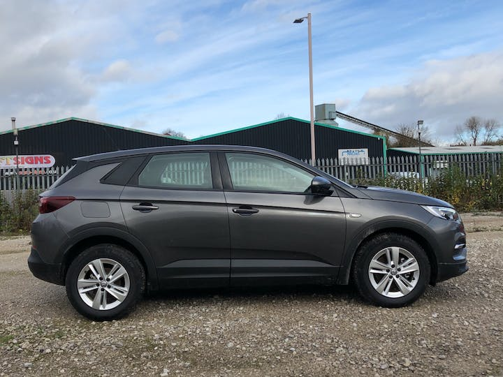 Vauxhall Grandland X 1.5 Turbo D Blueinjection SE SUV 5dr Diesel Auto (s/s) (130 Ps) | FP70KHL | Photo 11