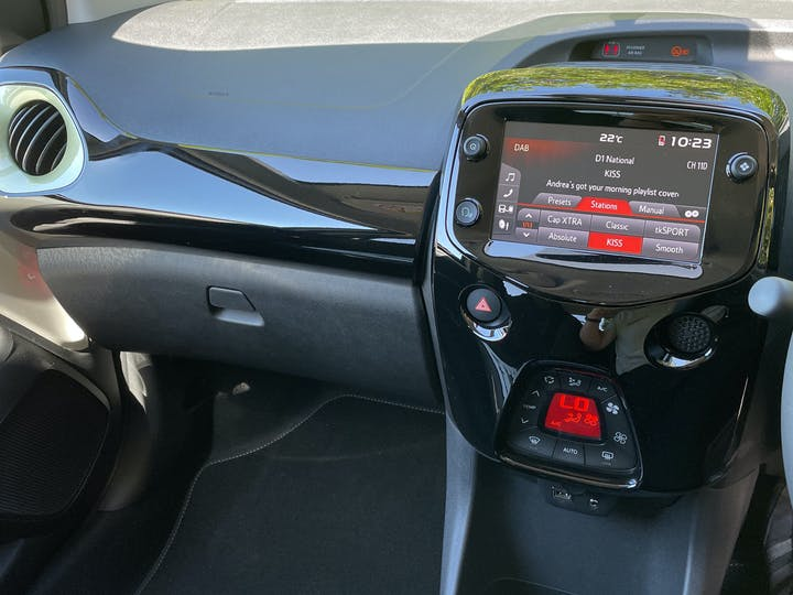 Peugeot 108 1.0 Collection Hatchback 5dr Petrol (s/s) (72 Ps) | FV21BNF | Photo 11