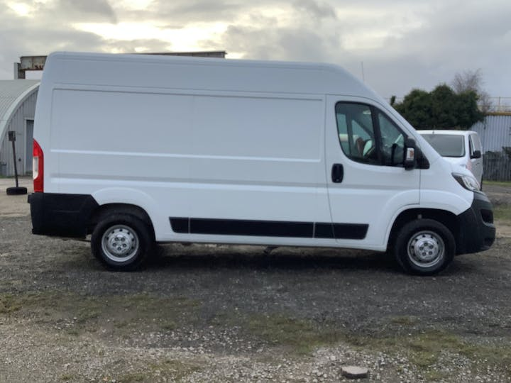 Peugeot Boxer 2.2 Bluehdi 335 Professional Panel Van 5dr Diesel Manual L2 H2 Eu6 (s/s) (140 Ps) | LL69PUY | Photo 11