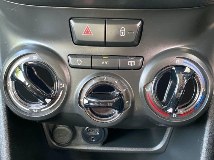 Peugeot 208 1.2 Puretech Allure Hatchback 5dr Petrol (82 Ps)   SA67SRV   Photo 11