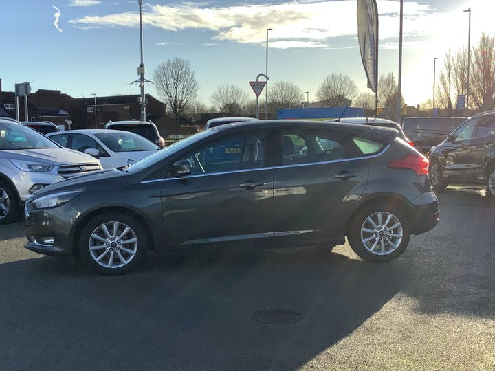 Ford Focus 1.0t Ecoboost Titanium Hatchback 5dr Petrol (s/s) (125 Ps) | MM18THN | Photo 12