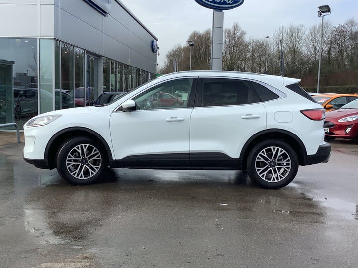 Ford Kuga 1.5t Ecoboost Titanium First Edition SUV 5dr Petrol Manual (s/s) (150 Ps) | MT70NBK | Photo 12