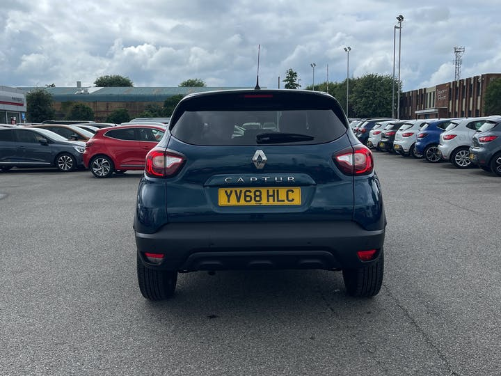 Renault Captur 0.9 Tce Iconic SUV 5dr Petrol (s/s) (90 Ps)   YV68HLC   Photo 14