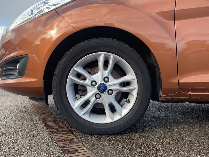 Ford Fiesta 1.0 T Ecoboost Zetec Hatchback 5dr Petrol Manual (s/s) (99 G/km, 99 Bhp)   EO65XRJ   Photo 15