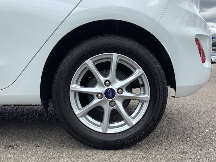 Ford Fiesta 1.1 Ti Vct Zetec Hatchback 5dr Petrol Manual (s/s) (85 Ps) | MC18XJU | Photo 15