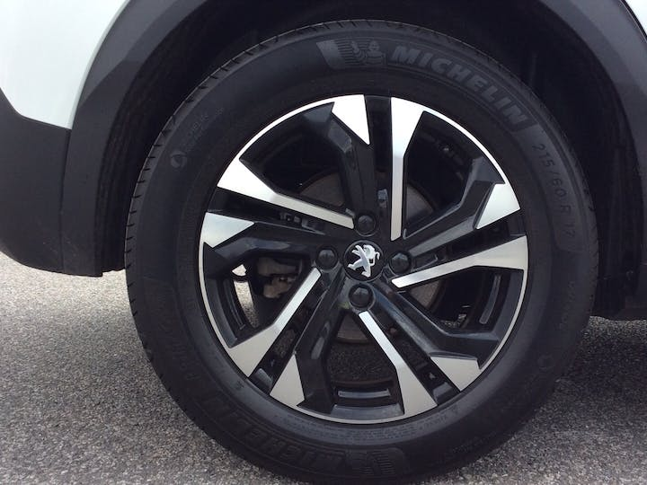 Peugeot 2008 50kwh Allure SUV 5dr Electric Auto (136 Ps) | RO70OUU | Photo 15