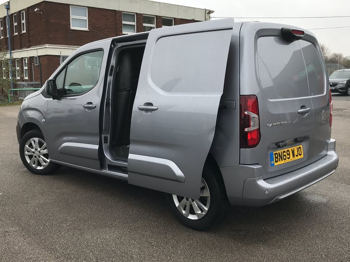Peugeot Partner 1.6 Bluehdi 1000 Asphalt Standard Panel Van 5dr Diesel Manual SWB Eu6 (s/s) (100 Bhp) | BN69WJO | Photo 16