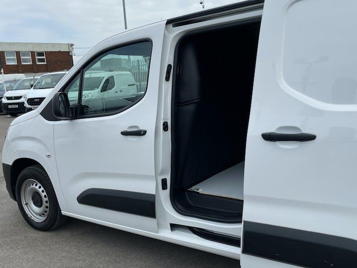 Vauxhall Combo L1 Diesel Combo Cargo 2000 1.6 Turbo D 7 5PS H1 Edition Van | DP19VBN | Photo 16