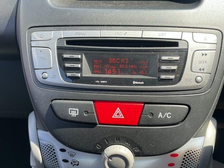 Peugeot 107 1.0 12v Allure Hatchback 3dr Petrol Manual (99 G/km, 68 Bhp) | LM12XCV | Photo 16
