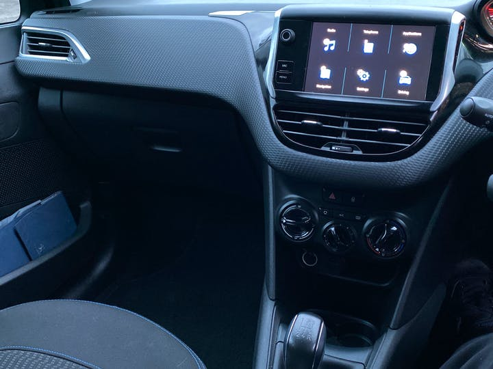 Peugeot 208 1.2 Puretech Signature Hatchback 5dr Petrol (s/s) (82 Ps) | NU68JHO | Photo 16