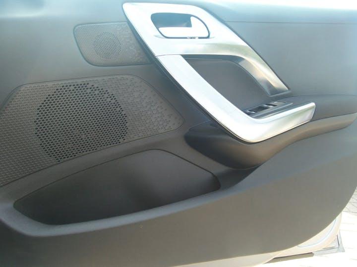 Peugeot 2008 1.2 Puretech Allure SUV 5dr Petrol (82 Bhp) | YA17BUF | Photo 16