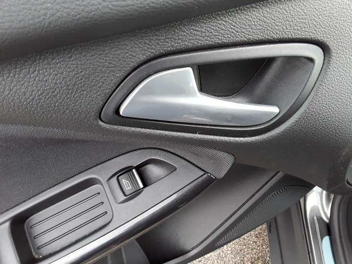 Ford Focus 1.0t Ecoboost Titanium Hatchback 5dr Petrol (s/s) (100 Ps) | MM17EHE | Photo 17