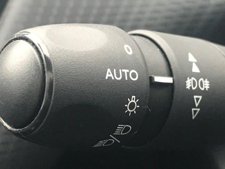Peugeot 2008 1.2 Puretech Allure Premium SUV 5dr Petrol (s/s) (82 Ps)   WJ19TZY   Photo 17