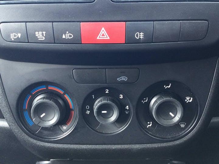 Vauxhall Combo 1.3 CDTi 2000 Ecoflex Panel Van 3dr Diesel Manual SWB (s/s) (120 G/km, 94 Bhp) | DX18WRO | Photo 18