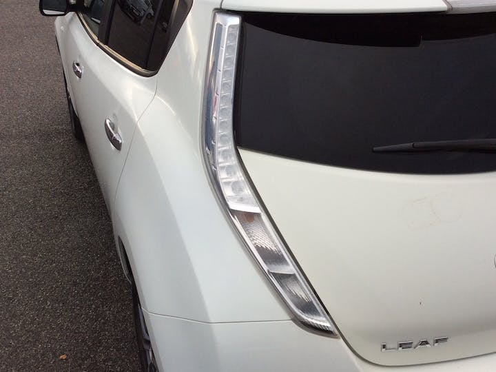 Nissan Leaf (24kwh) Tekna Hatchback 5dr Electric Automatic (0 G/km, 107 Bhp) | EY64KFZ | Photo 18