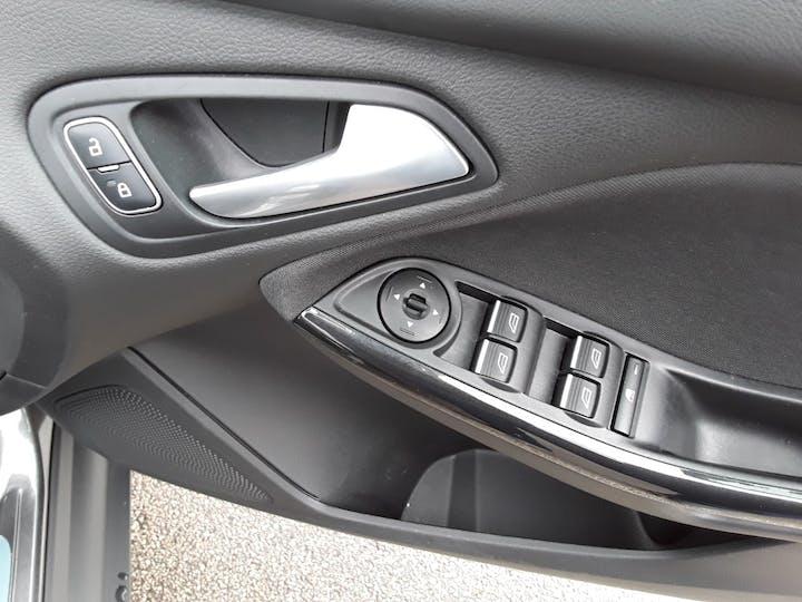 Ford Focus 1.0t Ecoboost Titanium Hatchback 5dr Petrol (s/s) (100 Ps) | MM17EHE | Photo 18