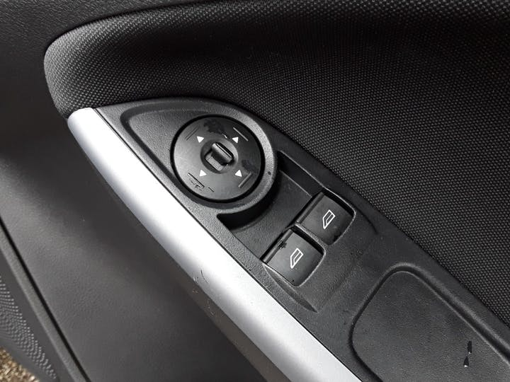 Ford Focus 1.0t Ecoboost Zetec Edition Hatchback 5dr Petrol (s/s) (125 Ps) | MW18SUA | Photo 19