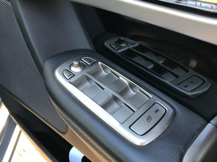 Jaguar XF 3.0 TD V6 S Premium Luxury Saloon 4dr Diesel Automatic (169 G/km, 271 Bhp) | RE11WBK | Photo 19