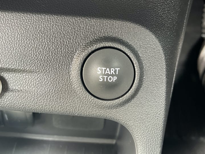 Renault Captur 0.9 Tce Energy Iconic SUV 5dr Petrol (s/s) (90 Ps)   YF68VVB   Photo 19