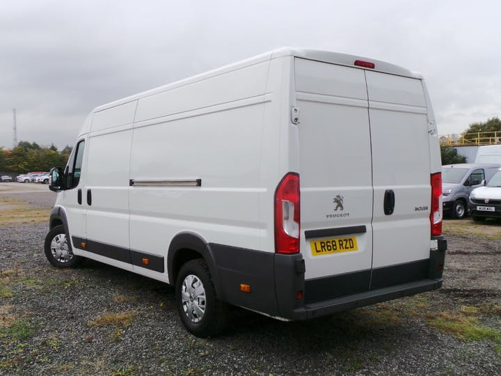 Peugeot Boxer 2.0 Bluehdi 435 Professional Panel Van 5dr Diesel Manual L4 H2 Eu6 (130 Ps) | LR68RZD | Photo 2