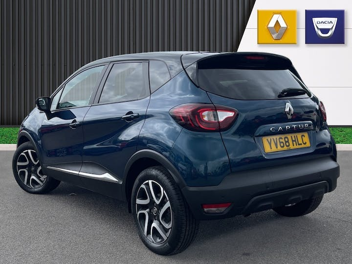 Renault Captur 0.9 Tce Iconic SUV 5dr Petrol (s/s) (90 Ps)   YV68HLC   Photo 2