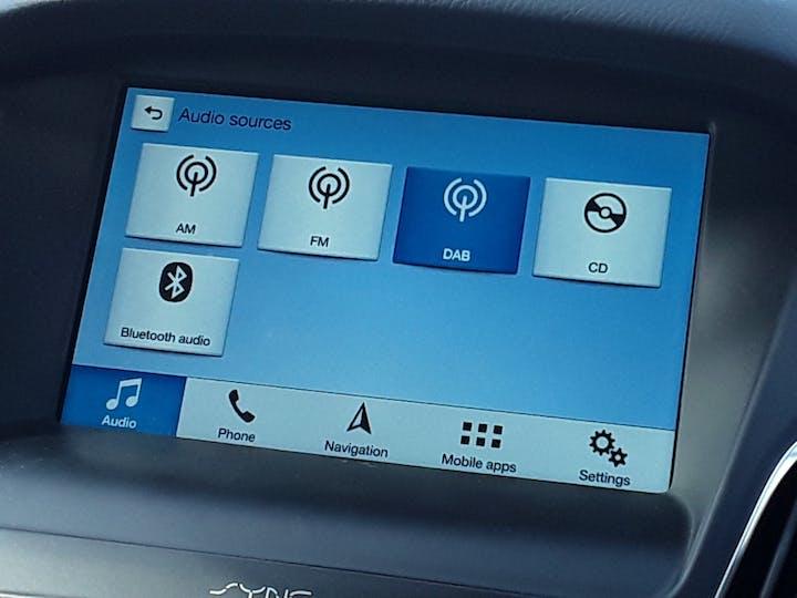 Ford Focus 1.5 TDCi 120PS ST-line Navigation 5dr   MF68OWV   Photo 21