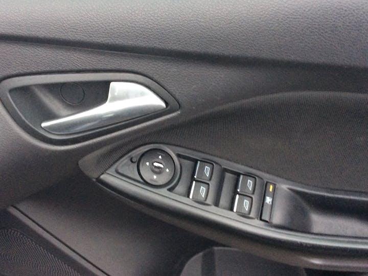 Ford Focus 1.6 Ti Vct Zetec Hatchback 5dr Petrol Manual (136 G/km, 103 Bhp) | SD11EAX | Photo 21