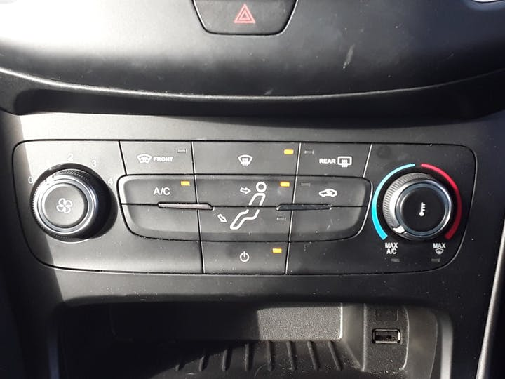 Ford Focus 1.5 TDCi 120PS ST-line Navigation 5dr   MF68OWV   Photo 22