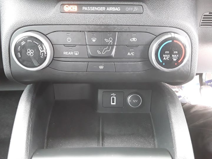 Ford Focus 1.0t Ecoboost St Line Hatchback 5dr Petrol Manual (s/s) (125 Ps) | ML19VBF | Photo 22