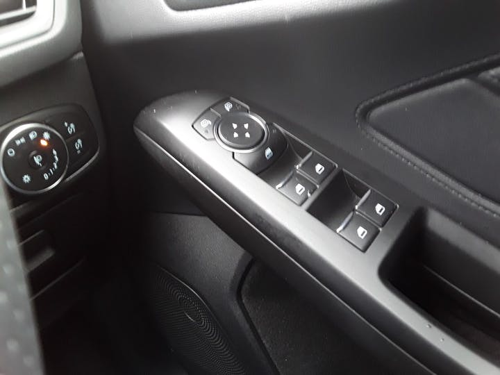 Ford Focus 1.0t Ecoboost St Line Hatchback 5dr Petrol Manual (s/s) (125 Ps)   MM69UHT   Photo 22