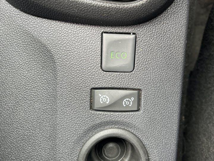 Renault Captur 0.9 Tce Energy Iconic SUV 5dr Petrol (s/s) (90 Ps)   YF68VVB   Photo 22
