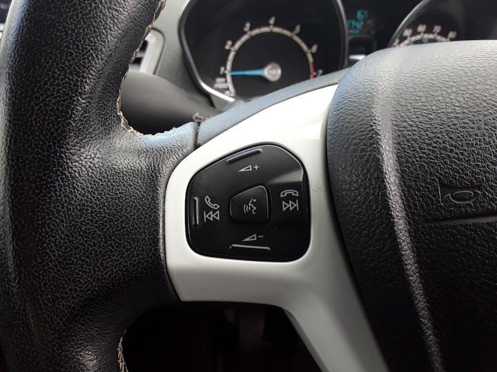 Ford Fiesta 1.25 Zetec White Edition Hatchback 5dr Petrol Manual (122 G/km, 81 Bhp) | BJ66CCO | Photo 23