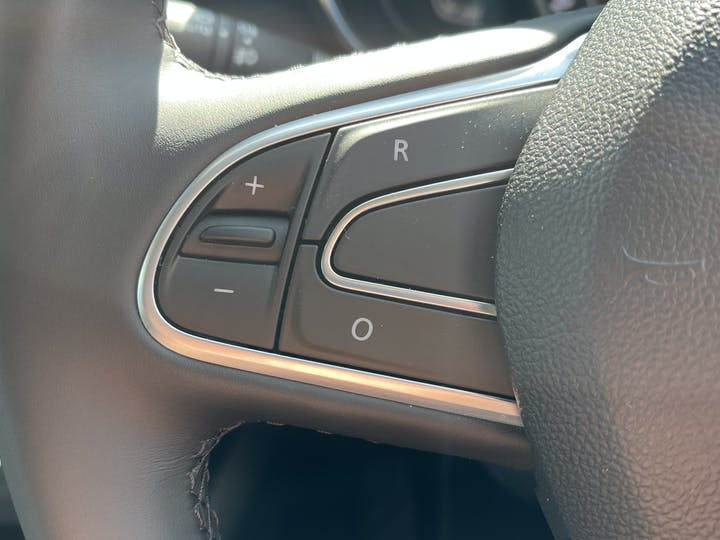 Renault Kadjar 1.3 Tce S Edition SUV 5dr Petrol Edc (s/s) (140 Ps)   FV21GKP   Photo 23