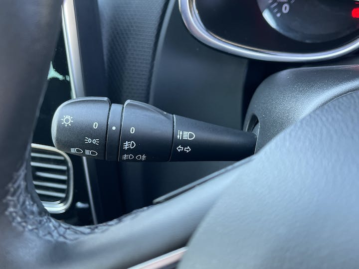 Renault Clio 0.9 Tce Iconic Hatchback 5dr Petrol (s/s) (90 Ps) | GK68FLL | Photo 23