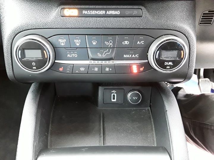 Ford Focus 1.0 Ecoboost 125PS Titanium 5dr | MV68YUT | Photo 23