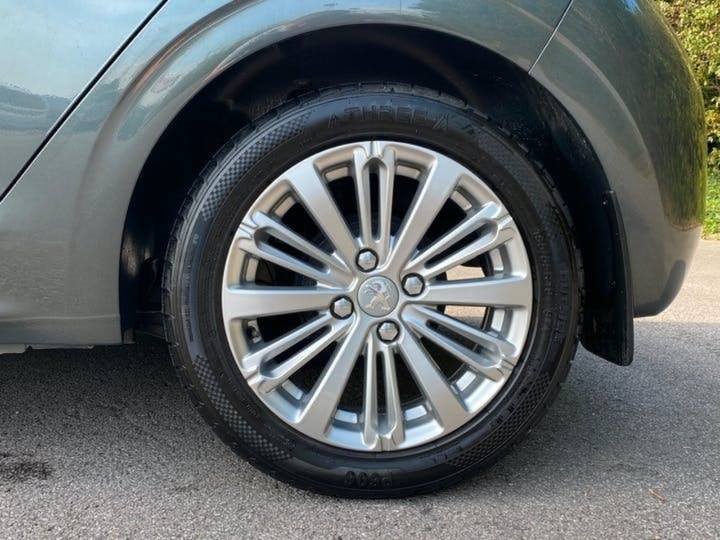 Peugeot 208 1.2 Puretech Allure Hatchback 5dr Petrol (82 Ps)   SA67SRV   Photo 23