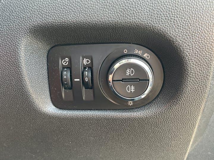 Vauxhall Corsa 1.4 I 16V SRi Hatchback 3dr Petrol Manual (a/c) (129 G/km, 99 Bhp)   BF63VUB   Photo 24