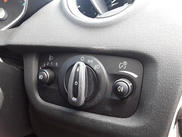 Ford Fiesta 1.25 Zetec White Edition Hatchback 5dr Petrol Manual (122 G/km, 81 Bhp) | BJ66CCO | Photo 24