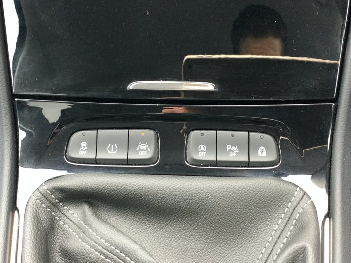 Vauxhall Grandland X 1.2 Turbo SRi Nav SUV 5dr Petrol Manual (s/s) (130 Ps)   DT69YAW   Photo 24