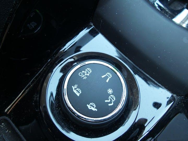 Peugeot 2008 1.2 Puretech Allure SUV 5dr Petrol Eat (s/s) (110 Ps) | FY68HVP | Photo 24