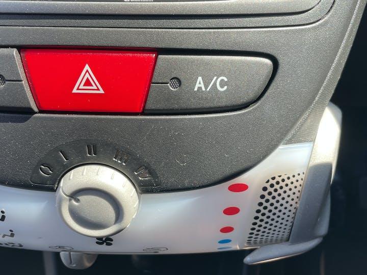 Peugeot 107 1.0 12v Allure Hatchback 3dr Petrol Manual (99 G/km, 68 Bhp) | LM12XCV | Photo 24