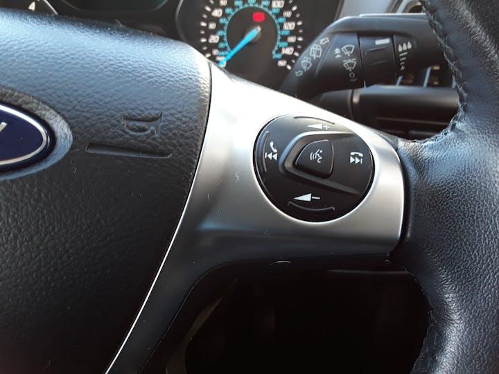 Ford Kuga 2.0 TDCi Zetec SUV 5dr Diesel Manual (139 G/km, 138 Bhp) | ML64DCO | Photo 24