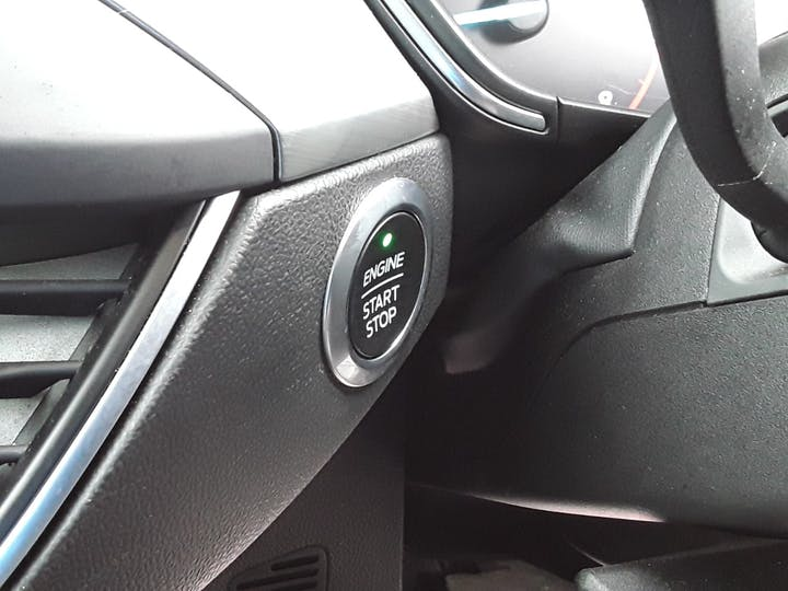 Ford Focus 1.0 Ecoboost 125PS Titanium 5dr | MV68YUT | Photo 24