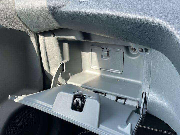 Ford Ka 1.2 Metal Hatchback 3dr Petrol Manual (115 G/km, 69 Bhp)   FM15XVN   Photo 25