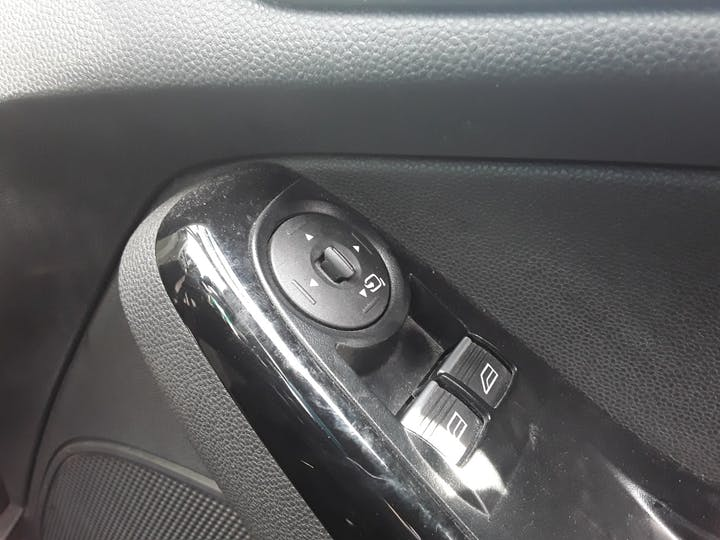 Ford Fiesta 1.0 Ecoboost Titanium Hatchback 5dr Petrol Manual (s/s) (99 G/km, 123 Bhp) | ML64MGV | Photo 25