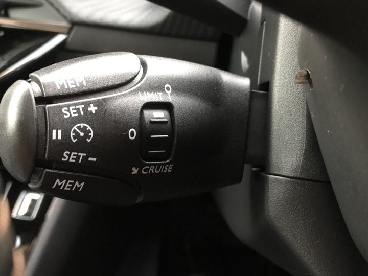 Peugeot 208 1.2 Puretech 100PS Allure Premium 5dr | 97N011727 | Photo 26