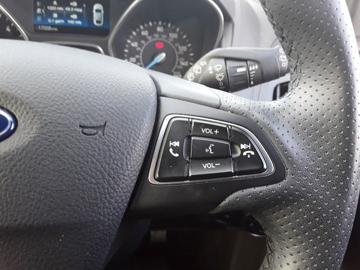 Ford Focus 1.5 TDCi 120PS ST-line Navigation 5dr   MF68OWV   Photo 26