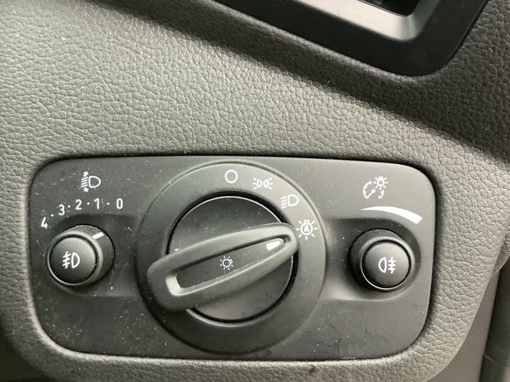 Ford Kuga 1.5t Ecoboost Titanium SUV 5dr Petrol Manual (s/s) (150 Ps) | MJ18OCU | Photo 27