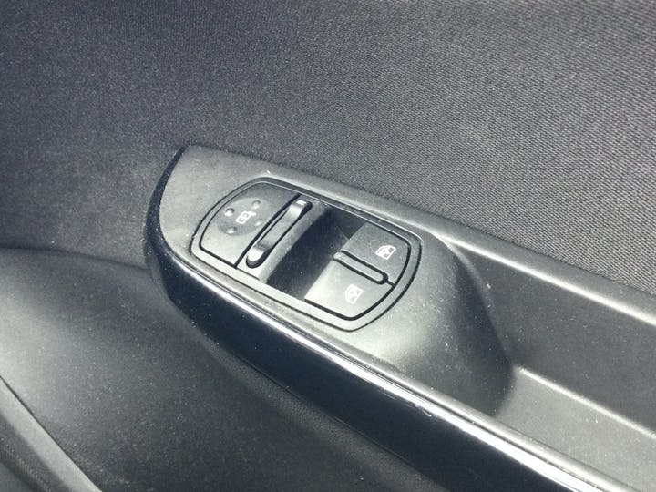 Vauxhall Corsa 1.4i Ecotec Griffin Hatchback 3dr Petrol (75 Ps) | FE19PTZ | Photo 28